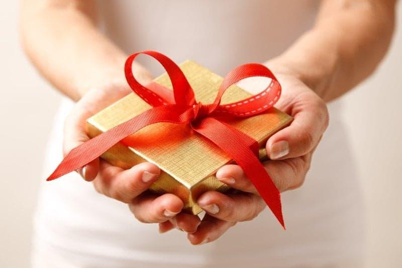 4 konkrete forslag til gode værtindegaver til par