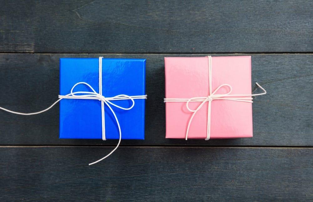 Lyserød og blå gave